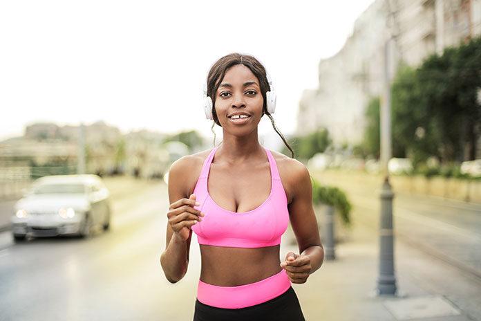 Czy bieganie w słuchawkach jest bezpieczne dla zdrowia